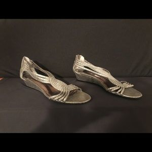 Silver low wedge shoe